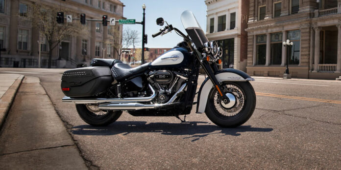 10 Best Motorcycle Windshield – Reviews and Guide 2021
