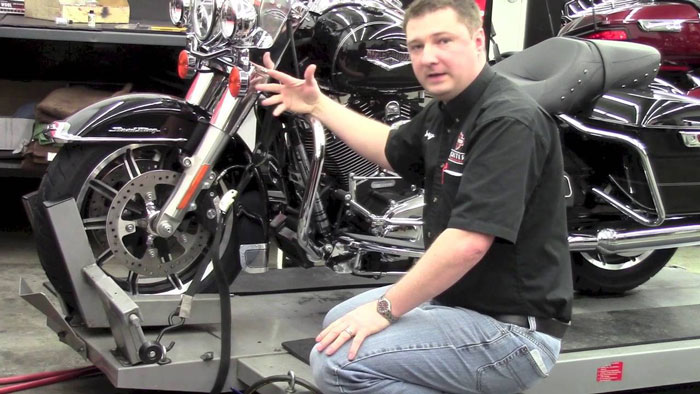 How-to-tie-a-motorcycle