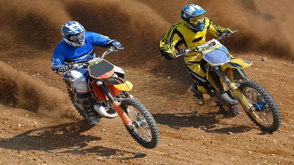 men dirt bike duel