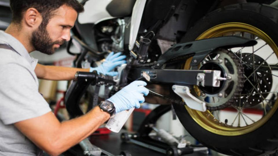 oiling the motorcycle chain